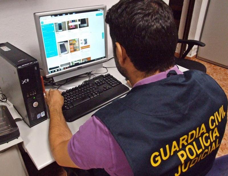 Desmantelado un grupo criminal especializado en estafas con la venta de teléfonos por Internet