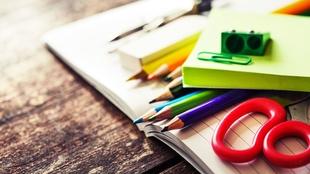 El Economato Social de Badajoz lanza una campaña para que niños en riesgo de exclusión social tengan material escolar