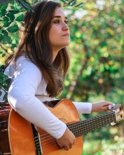 La cantautora Arias ofrece un concierto en Ámbito Cultural