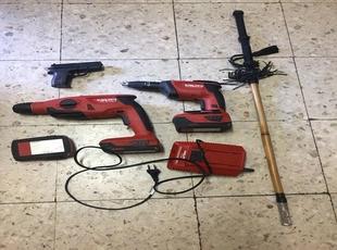 Intervenidas a un individuo tres baterías, un cargador de las mismas, dos atornilladores y una pistola simulada