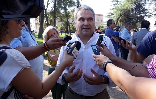 Fragoso vuelve a pedir a la Junta una línea específica para crear empleo en el sector del Comercio