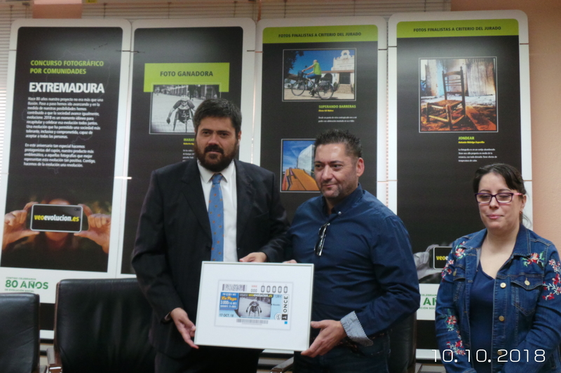 Una foto sobre la evolución social de Extremadura realizada por el ciudadano de Badajoz, Roberto Aguado Martínez, ilustra 5,5 millones de cupones