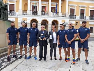 Policías locales corren por Badajoz con el objetivo de recaudar fondos para la lucha contra el cáncer