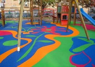 El ayuntamiento aprueba la propuesta de gasto para la instalación de juegos infantiles en Badajoz por 30.000 €