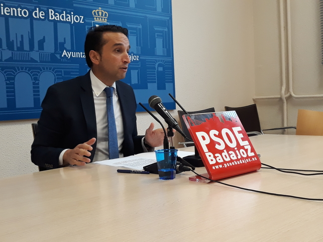Cabezas considera que Fragoso ha dotado a Cerro Gordo de una nueva sede vecinal por pura ''conveniencia electoral''