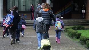 El alcalde tacha de ''maniobra política'' la protesta por los conserjes de los colegios