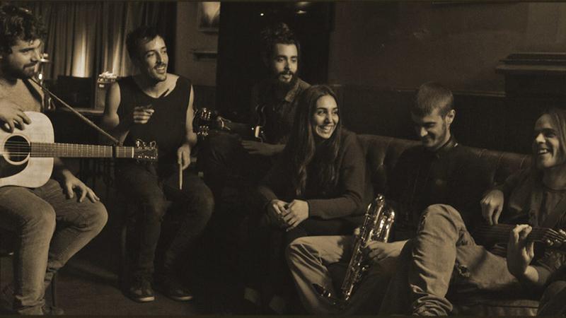 Música en la R.U. Hernán Cortés con ''Pepe Peña & The Garden Band''