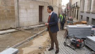 Ricardo Cabezas pide planificar el soterramiento de cableado en el Casco Antiguo