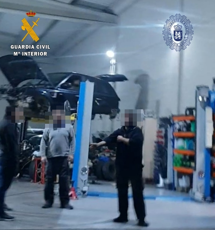 La Guardia Civil y Policía Local desmantelan en Badajoz ocho talleres mecánicos ilegales