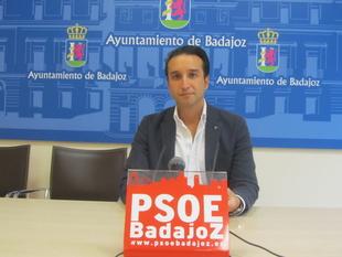 Cabezas recuerda al alcalde que el matadero sigue deteriorándose y sin proyecto de uso
