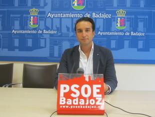 Cabezas reclama a Fragoso dos millones de euros más para seguir arreglando calles