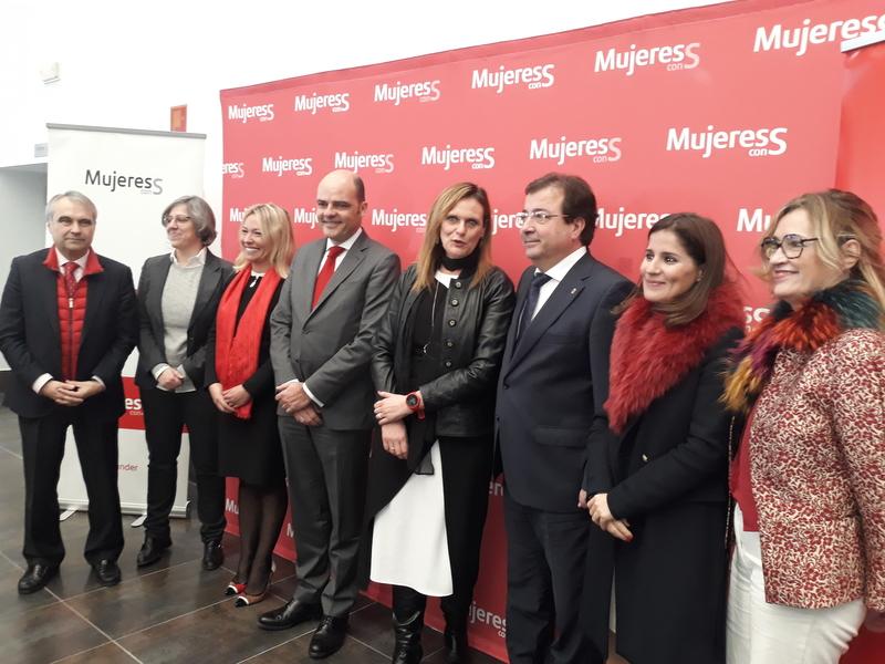Más de 500 extremeñas se reúnen en Badajoz en la clausura del programa ''Mujeres con s''
