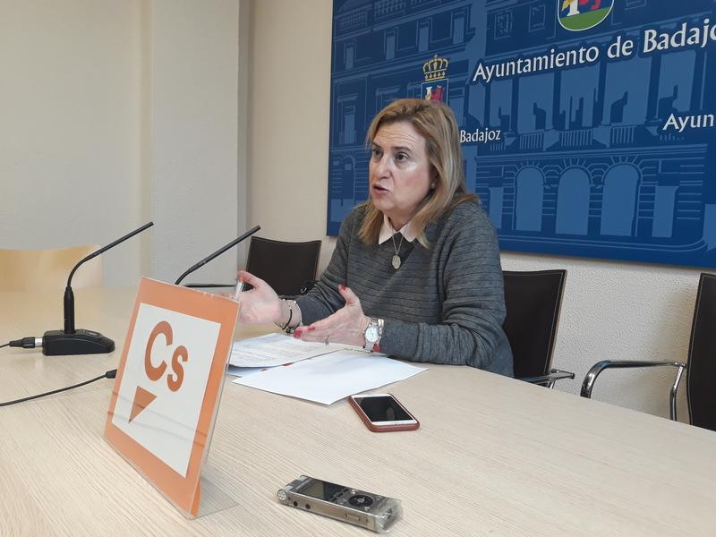 Julia Timón reconoce que le hace ''ilusión'' ser candidata a la alcaldía de Badajoz