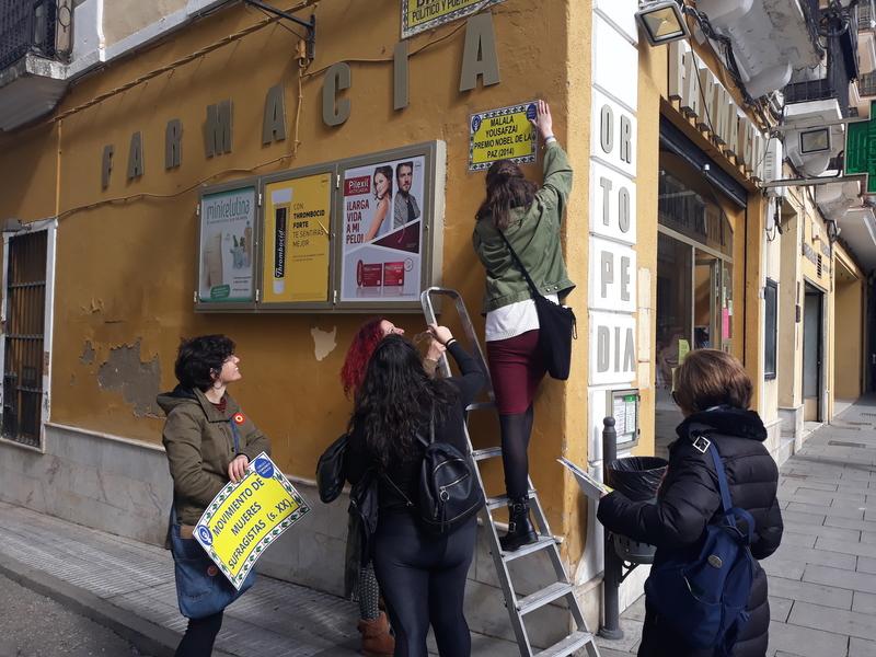 El Círculo de feminismo Podemos Badajoz renombra una veintena de calles de la ciudad