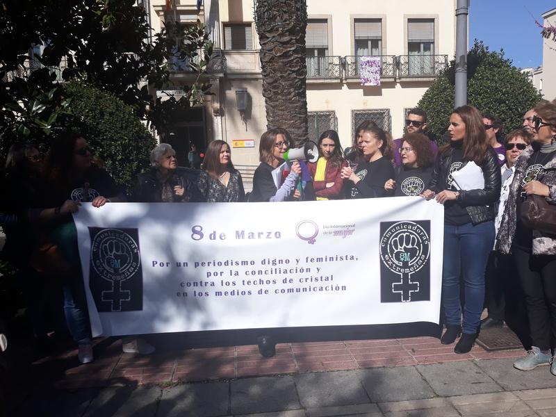 Mujeres periodistas y profesionales de los Medios de Comunicación de Extremadura defienden un periodismo digno y feminista
