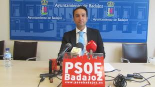 Cabezas acusa al PP de llevar 4 años 'posponiendo' la colocación de cámaras de videovigilancia en La Alcazaba y Casco Antiguo