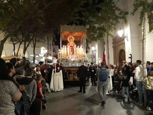 Jesús de la Espina y la Virgen de la Amargura recorren en silencio el centro histórico