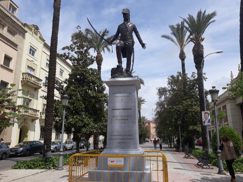 Instalada en la avenida de Huelva una estatua del General Menacho