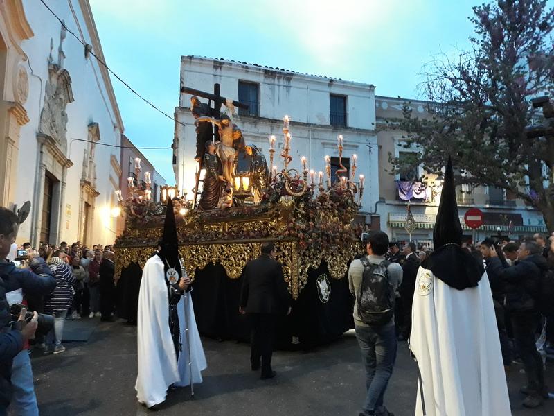 El Descendimiento y la Virgen de la Esperanza hicieron el trayecto corto