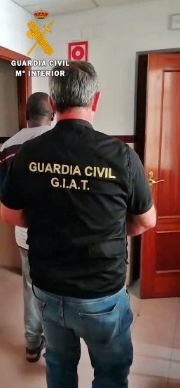 La Guardia Civil detiene a una persona por suplantar a otra en el examen teórico del permiso de conducir