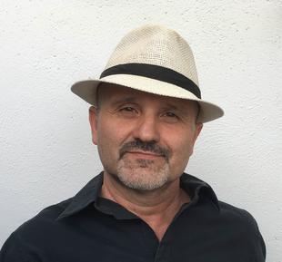 Julio Alejandre Calviño habla de su novela 'las islas de poniente'