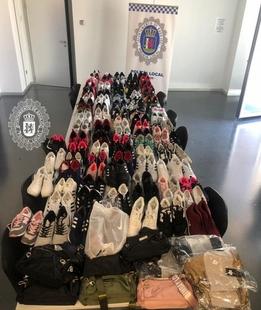 Intervienen 125 pares de zapatillas deportivas falsificadas en el mercadillo del domingo