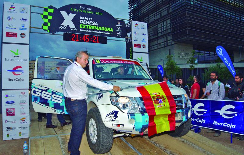 Arranca la 3ª edición de la Baja TT Dehesa Extremadura con la ceremonia de pódium en el Paseo Fluvial