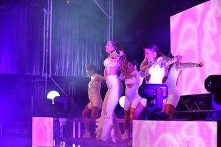 Lola Índigo actuó en 'Los Palomos' aunque estuvo a punto de suspender su show