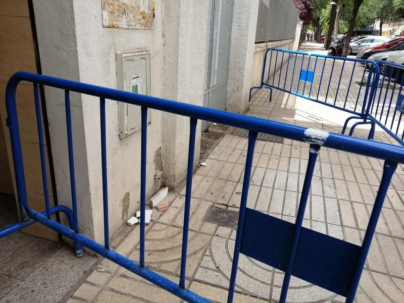 Herida una limpiadora al desprenderse el lucido de una ventana del Centro de Salud Zona Centro de Badajoz