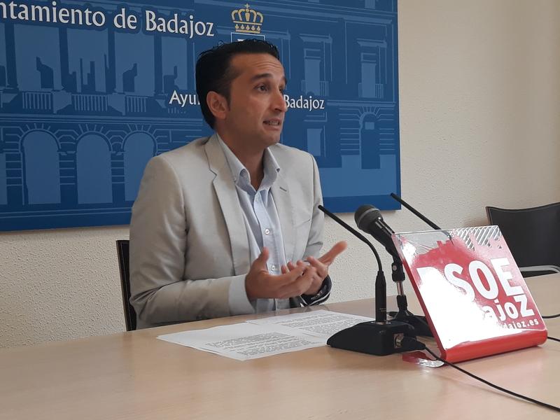 Cabezas aconseja al imán de la Mezquita de Badajoz que acuda a los juzgados si cree que no se están respetando sus derechos