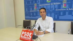 Ricardo Cabezas felicita a la Policía Local de Badajoz, a la UME y a Mª Jesús Almeida