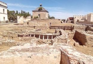 La Asociación Cívica aplaude el desbroce y limpieza de parte de los yacimientos arqueológicos de la Alcazaba