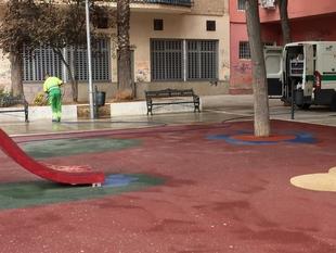 Los planes de baldeo y desbroce evidencian una deficiente limpieza en la ciudad según el PSOE