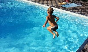 Cruz Roja recuerda que en los entornos acuáticos la vigilancia a los niños debe ser ''constante'' incluso si saben nadar