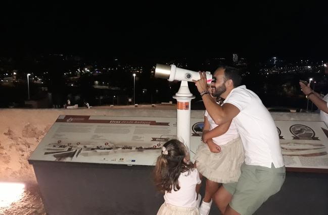 Familias completas disfrutaron las Perseidas en el Fuerte de San Cristóbal
