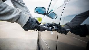 Detenido por robar en el interior de un vehículo estacionado en Santa Marina