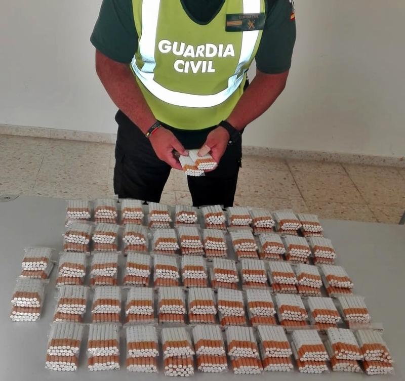 """La Guardia Civil interviene 2.120 cigarrillos de """"fabricación casera"""" preparados para su venta clandestina"""