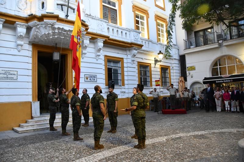 Arriado de Bandera e inauguración de exposiciones en el antiguo Palacio de Capitanía de Badajoz