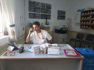 La figura del conserje se incorpora con total normalidad a los 38 colegios públicos de Badajoz y pedanías