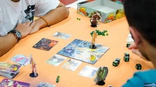 La Avenida de Huelva de Badajoz acoge un Festival de Juegos de Mesa