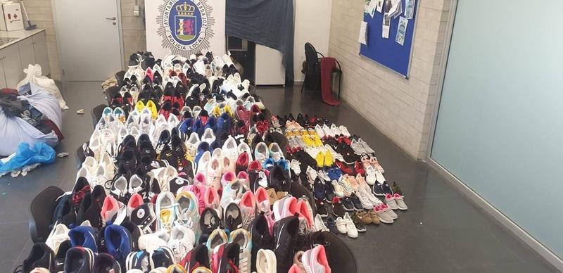 Policía Local interviene 212 pares de zapatillas que vulneraban la propiedad industrial