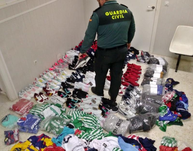 La Guardia Civil interviene 250 artículos deportivos falsificados