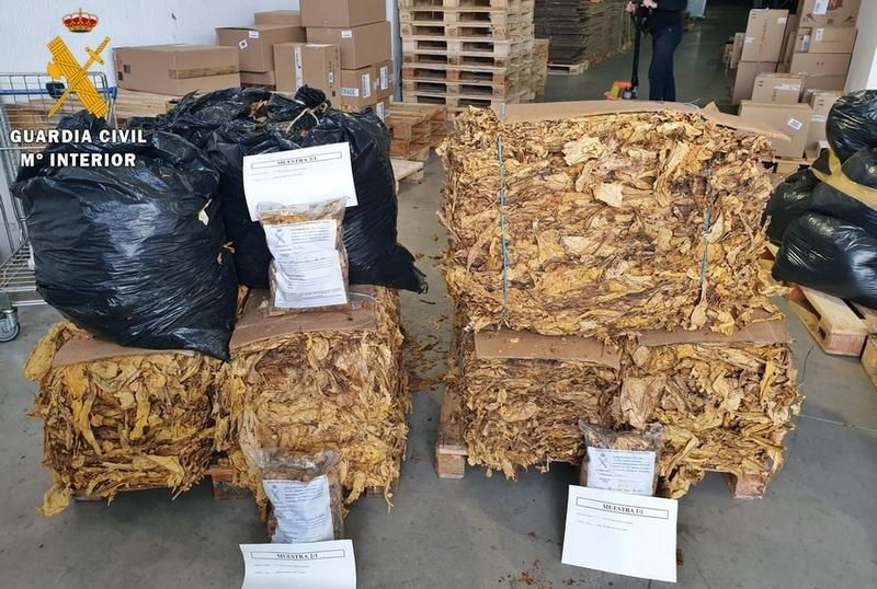 La Guardia Civil intercepta en esta capital pacense un transporte de tabaco de contrabando