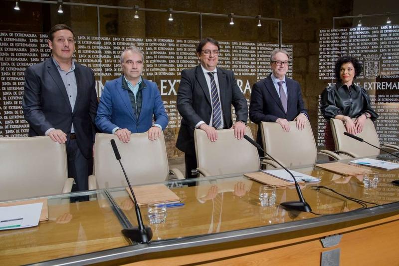 Junta de Extremadura, Ayuntamiento de Badajoz y Fundación Bancaria La Caixa firman la renovación de un convenio de atención a la infancia