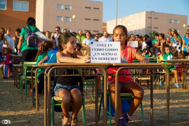 La Plataforma por la Educación Cerro Gordo anuncia movilizaciones contra el retraso del Colegio