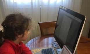 Los alumnos del colegio Puertapalma-El Tomillar mantienen sus clases por videoconferencia