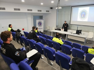 Los policías reciben charlas diarias sobre Coronavirus