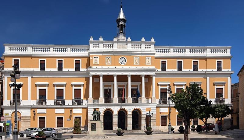 Las banderas de los edificios municipales ondearán a media asta en señal de luto por las víctimas del coronavirus