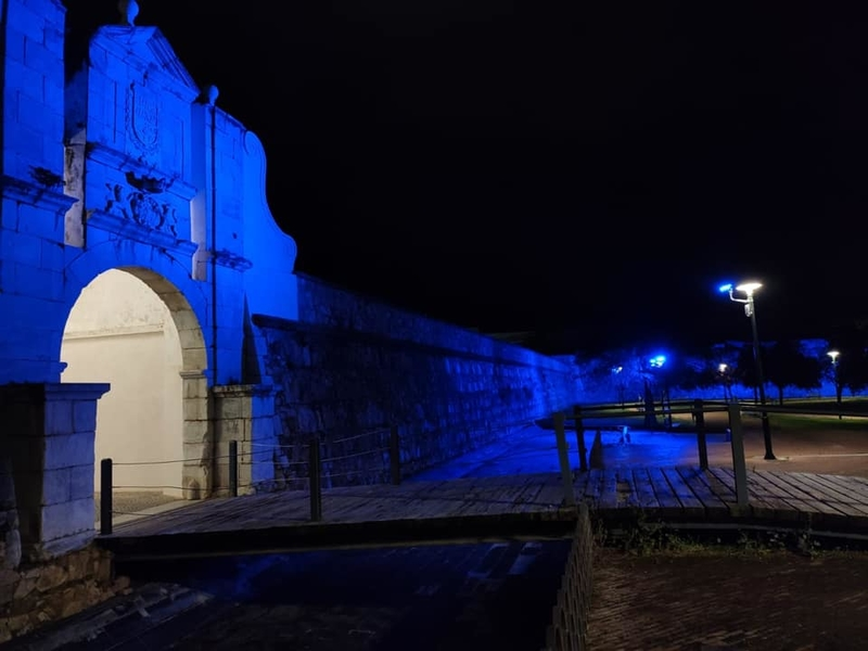 Badajoz se tiñó de azul en el Día Mundial Contra el Cancer de Colon