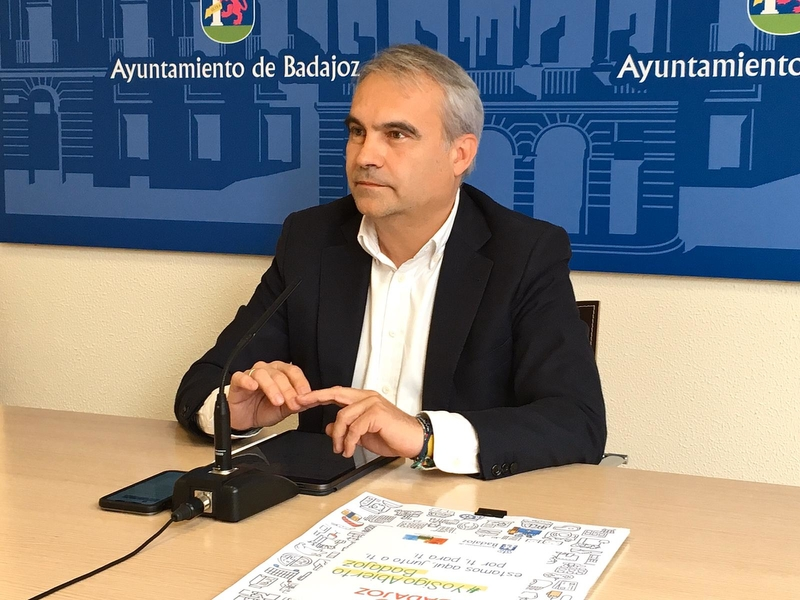 El alcalde anuncia que la Feria del Libro se aplaza a Septiembre
